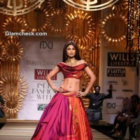 Shilpa Shetty Showstopper for Tarun Tahiliani at WIFW A-W 2014