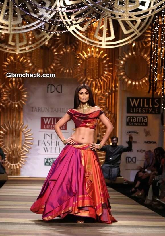 Shilpa Shetty Showstopper for Tarun Tahiliani at WIFW A-W 2014