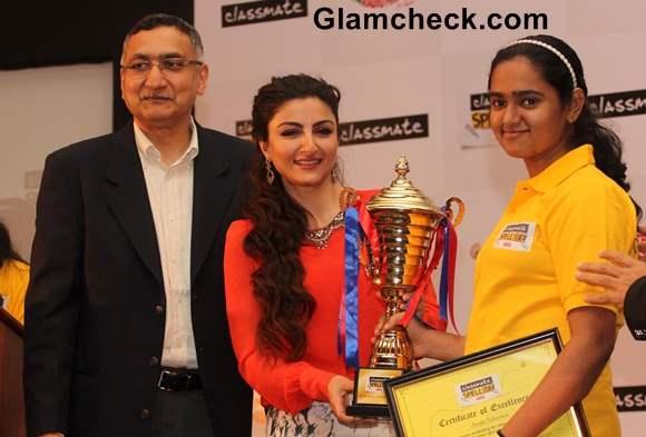 Soha Ali Khan announced the winner of the Classmate Spell Bee 2014 competition in Mumbai