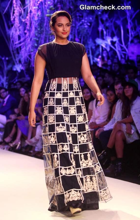 Sonakshi Sinha for Manish Malhotra at LFW Summer-Resort 2014