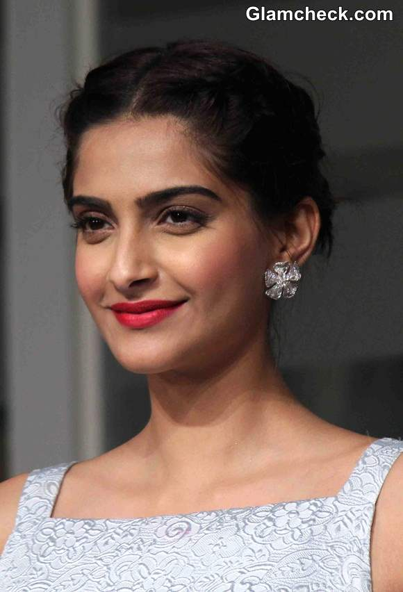 Sonam Kapoor 2014 Hairstyle and Makeup