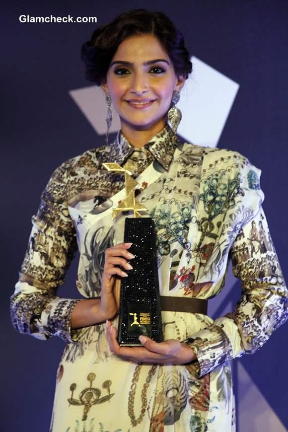 Sonam Kapoor Announces LOreal Paris Femina Women Awards 2014