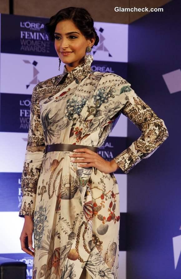 Sonam Kapoor in Anamika Khanna 2014