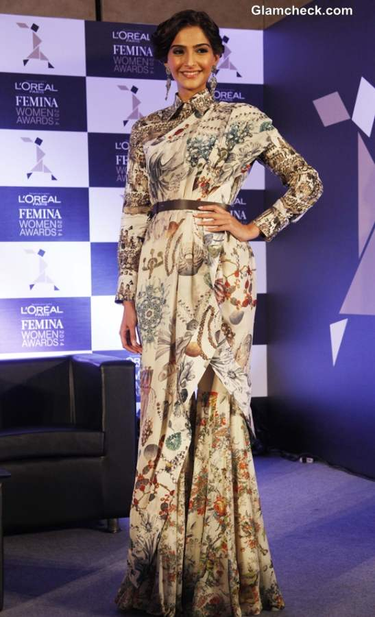 Sonam Kapoor in Anamika Khanna outfit 2014