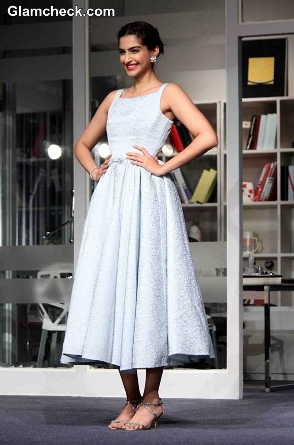 Sonam Kapoor in Dress at  Bewakoofiyan Promotions