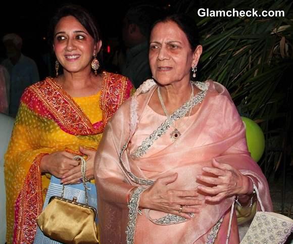 Aamir Khans mother Zeenat Hussain and sister Nikhat Khan
