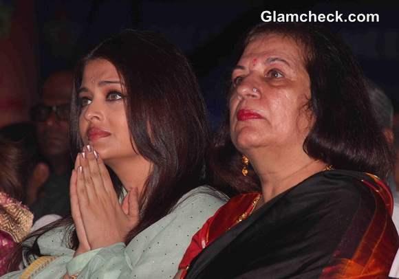 Aishwarya Rai Bachchan 2014 Sri Sathya Sai Baba Concert