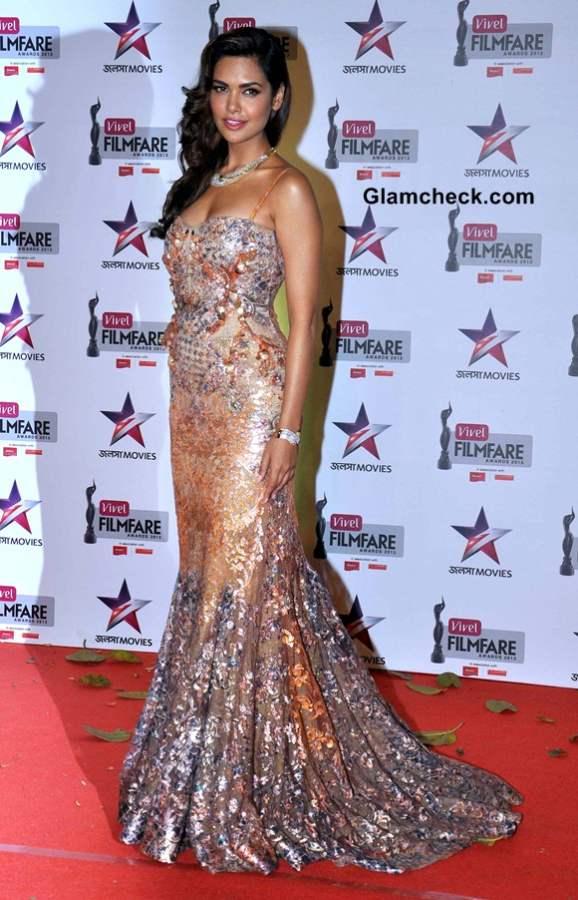 Esha Gupta 2014 at First Vivel Filmfare Awards East