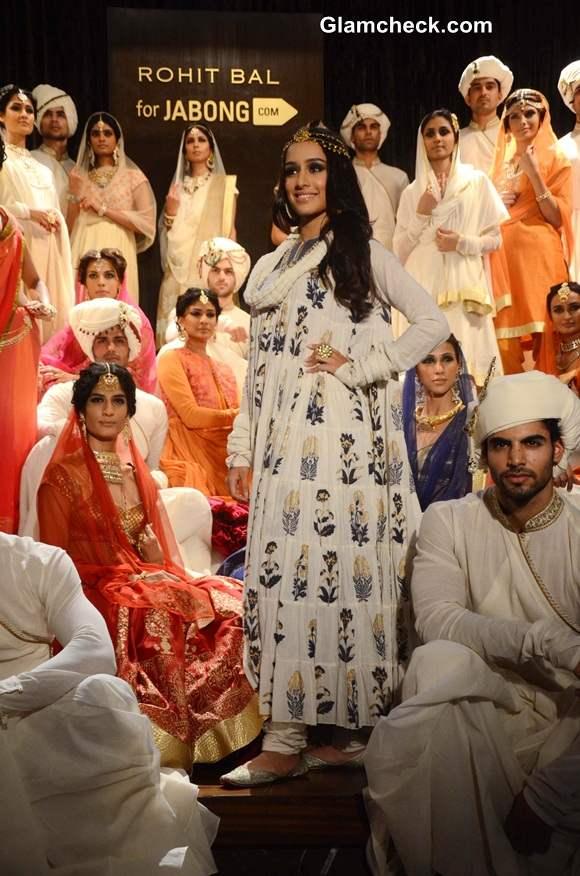 Shraddha Kapoor Walks the Ramp at Rohit Bal Jabong Show