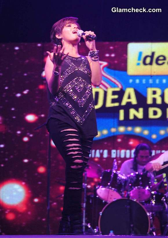 Sunidhi Chauhan 2014 Performs at Idea Rocks India Concert in Bhopal
