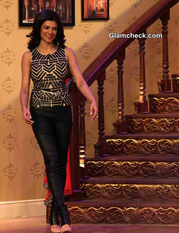 Sushmita Sen in Monochrome Top on Comedy Nights with Kapil