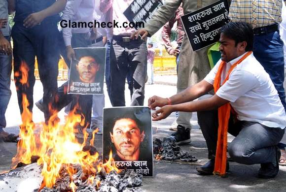 Hindu Sena Activists Protest Shahrukh Khans Alleged Anti-Modi Tweet