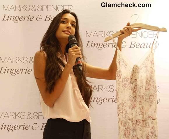 8b063d1a7 Lisa Haydon Launches Marks   Spencer s Lingerie Store in Mumbai