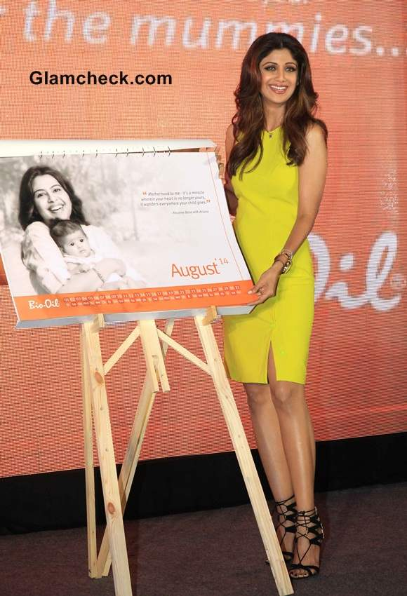 Shilpa Shetty Receives Yummy Mummy Award in Versace Dress