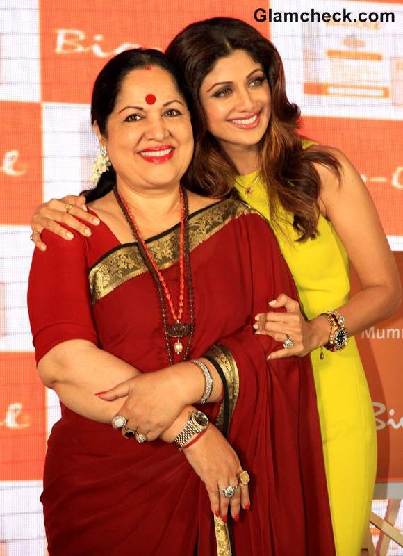 Shilpa Shetty ith her mother