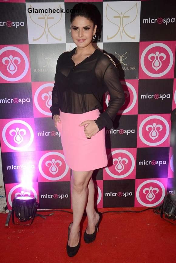 Zarine Khan Reveals Black Bra in Sheer Top pics