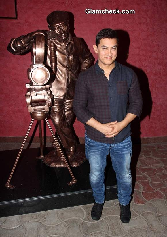 Aamir Khan Launches Documentary Chale Chalo