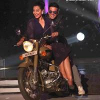 Akshay and Sonakshi Hit the Dance Floor on Jhalak Dikhlaa Jaa 7