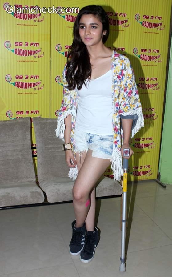 Alia Bhatt in Casual Outfit at Humpty Sharma Ki Dulhaniya Promo