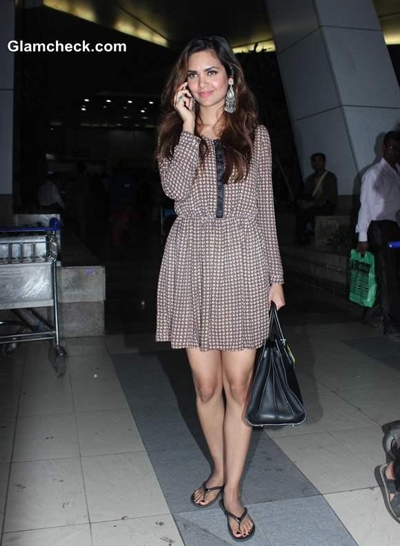 Celeb airport style Esha Gupta 2014