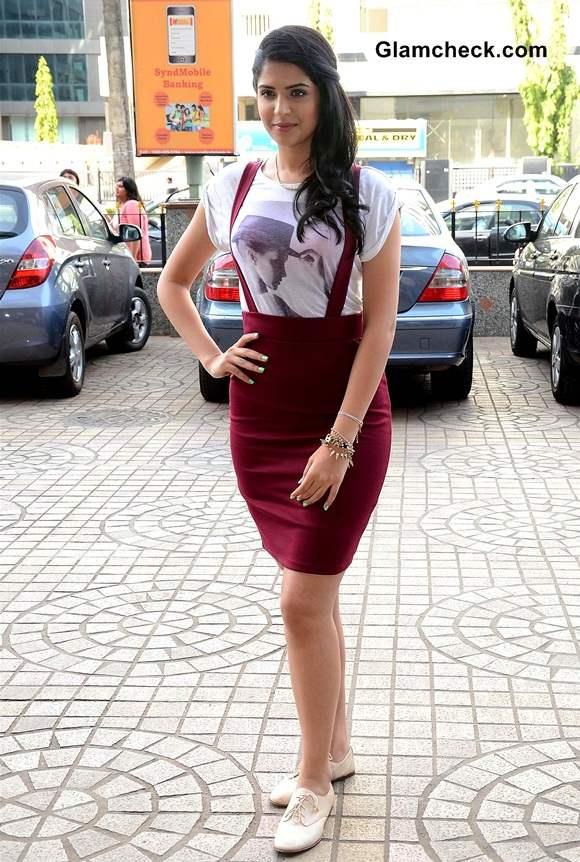 Deeksha Seth Promotes Lekar Hum Deewana Dil