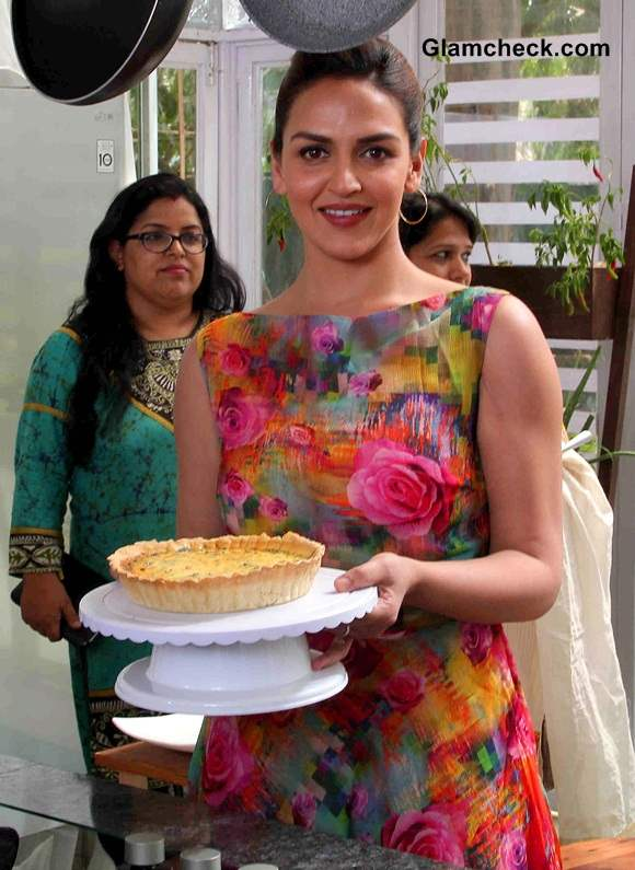 Esha Deol Takes Cooking Lesson on Sunny Side Up