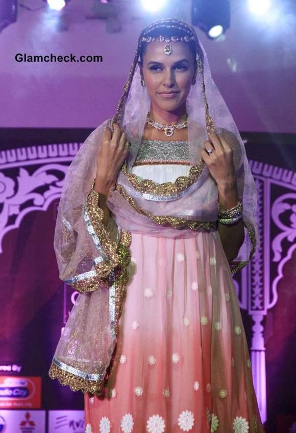 Neha Dhupia at Geetanjali Indian Wedding Couture Show 2014