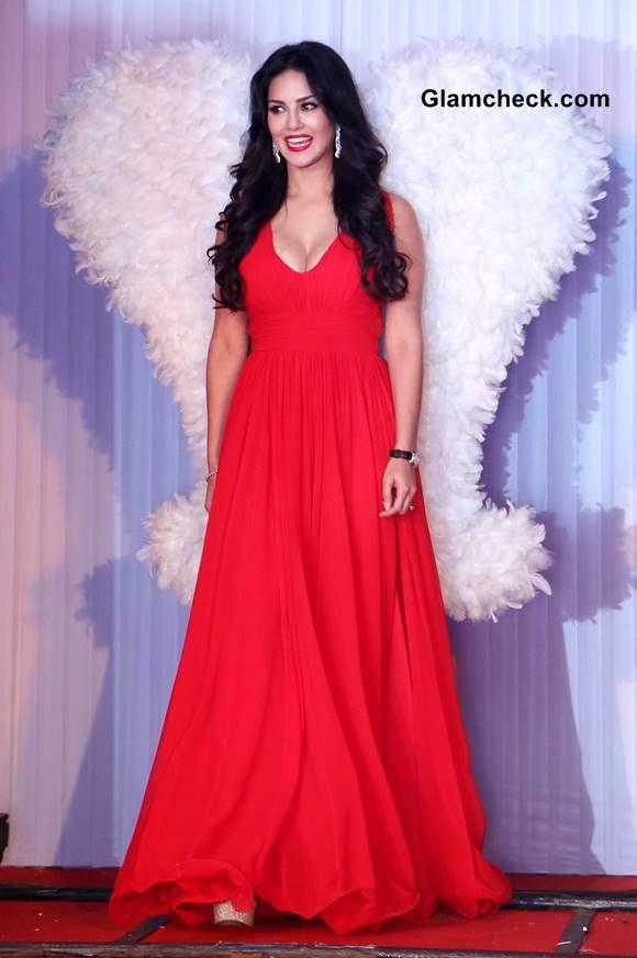 Sunny Leone in Red Gown at Splitsvilla 7 Launch New Delhi