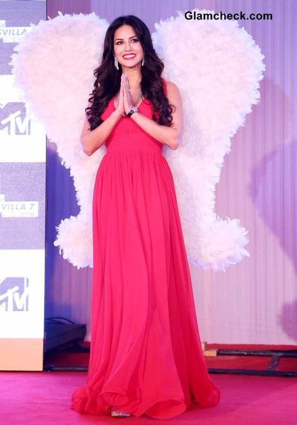 Sunny Leone in Red Gown at Splitsvilla 7 Launch in New Delhi