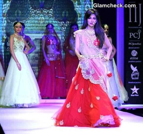 Chitrangada Singh for Moni Agarwal at IIJW 2014