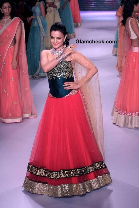 IIJW 2014 Ameesha Patel for Surya Gold