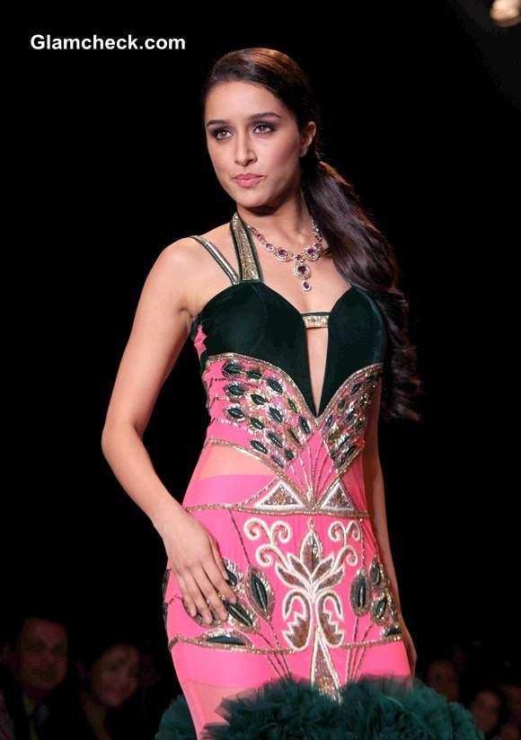 IIJW 2014 Shraddha Kapoor Walks for Gitanjali Jewellers