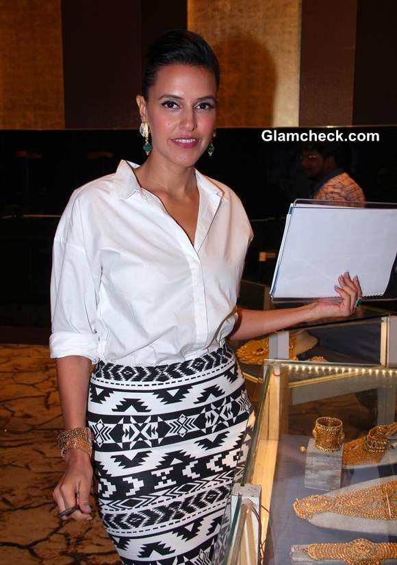 Neha Dhupia Sports In Express at Jewellery Awards Show