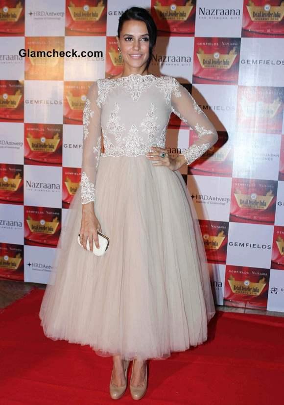 Neha Dhupia in Hema Kaul at Jeweller Awards 2014
