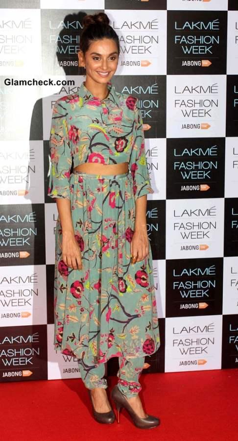 Shibani Dandekar at Lakme Fashion Week 2014 Curtain-raiser