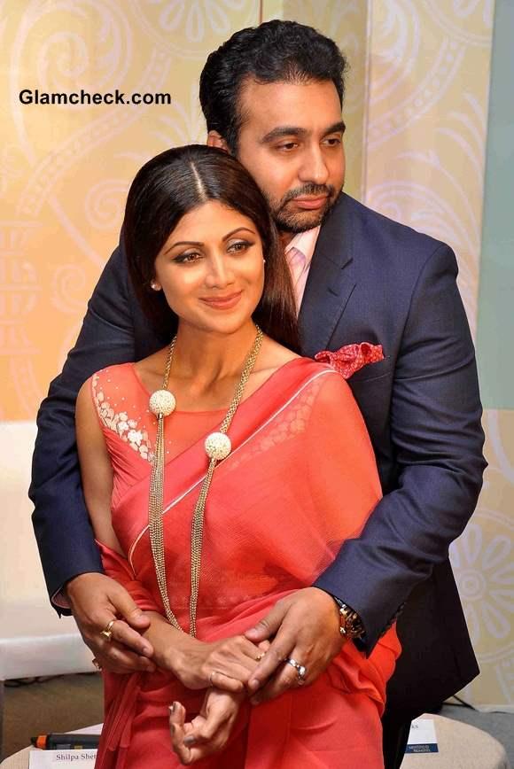 Shilpa Shetty Announces 2014 Goa Wedding Show in Tarun Tahiliani Sari