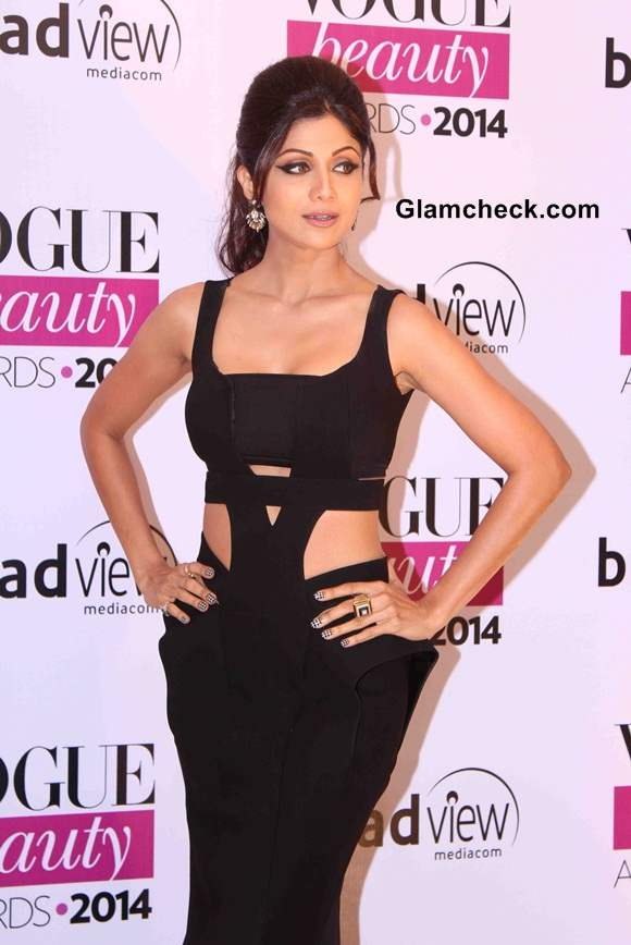 Shilpa Shetty in cut-out dress at Vogue Beauty Awards 2014