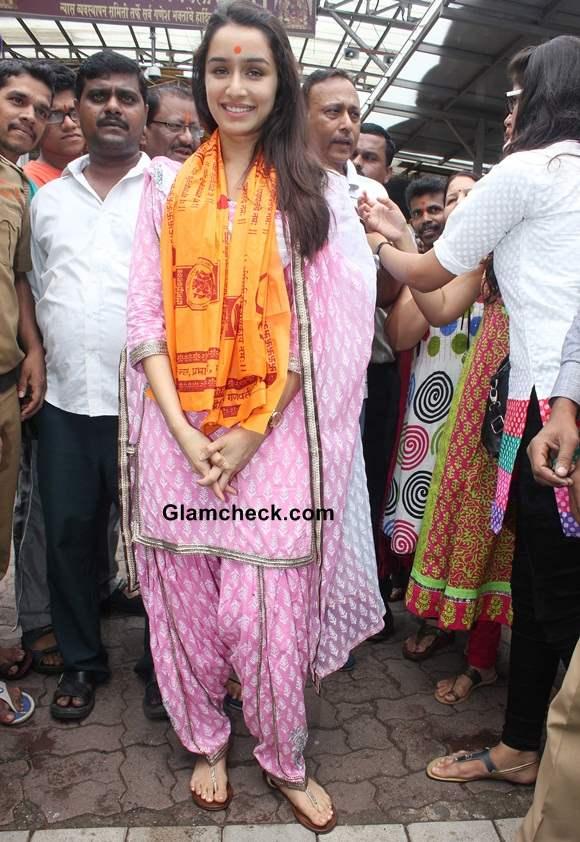 Shraddha Kapoor 2014 pics at Siddhivinayak Temple