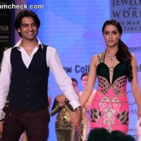 Shraddha Kapoor Walks for Gitanjali Jewellers at IIJW 2014