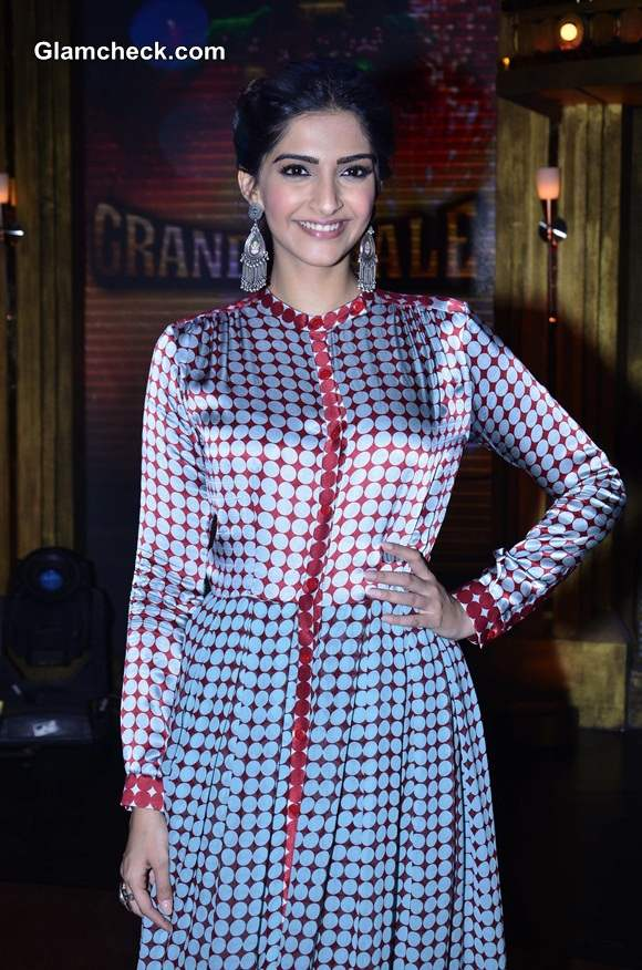 Sonam Kapoor Sports Vintage Look At Khoobsurat Promos