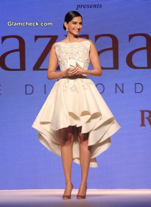 Sonam Kapoor in Rio Tinto dress at IIJW 2014