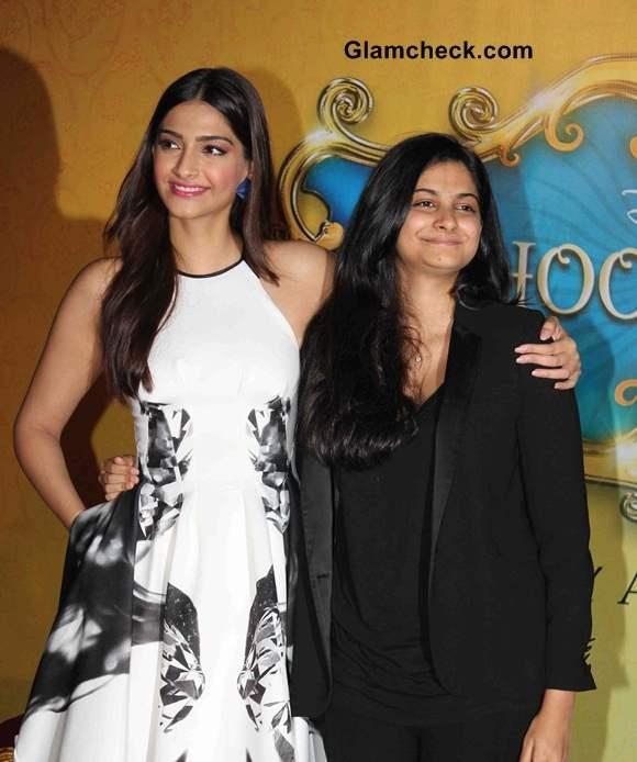 Sonam Kapoor with sister Rhea Kapoor 2014