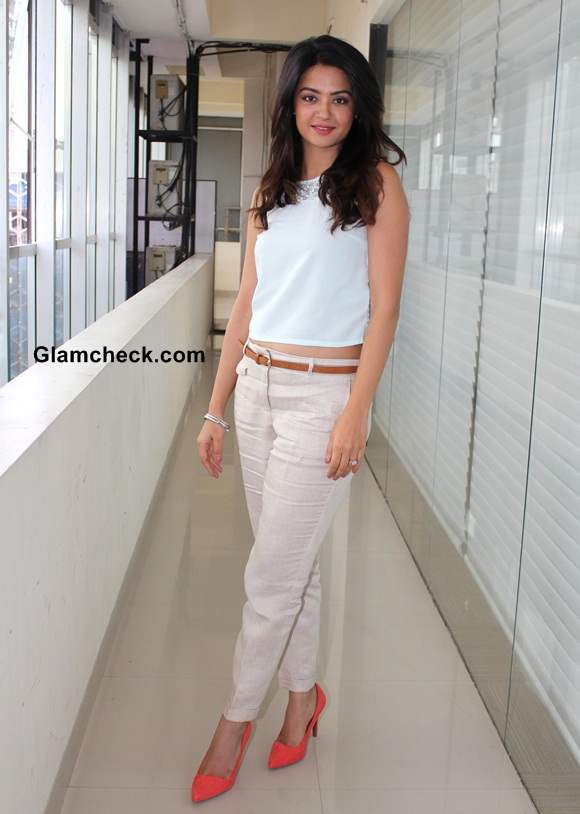 Surveen Chawla Goes Casual for Hate Story 2 Press Meet
