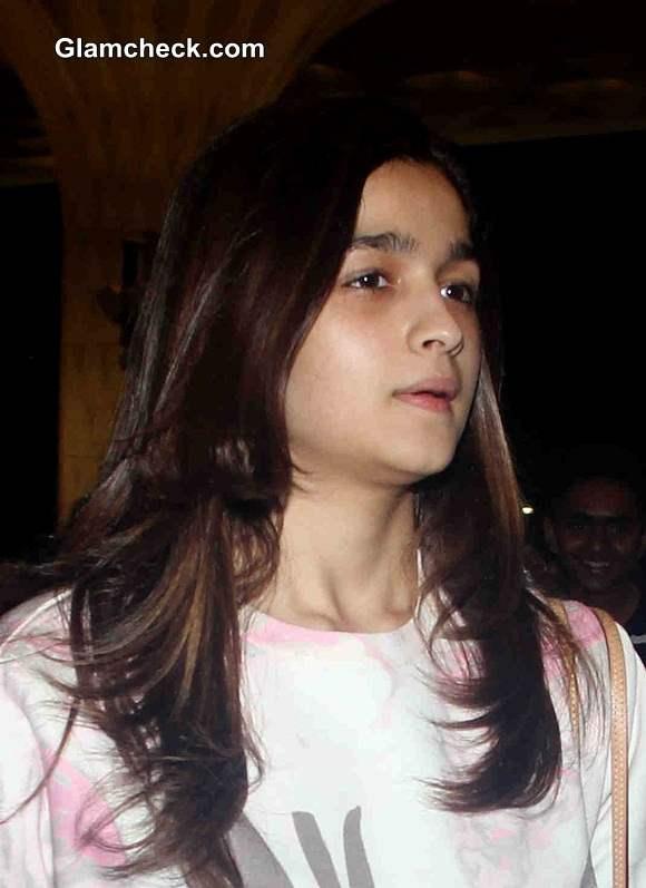 Celebs Without Makeup Alia Bhatt At Mumbai Airport