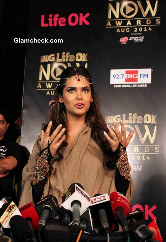Esha Gupta 2014 Big Life OK Now Awards