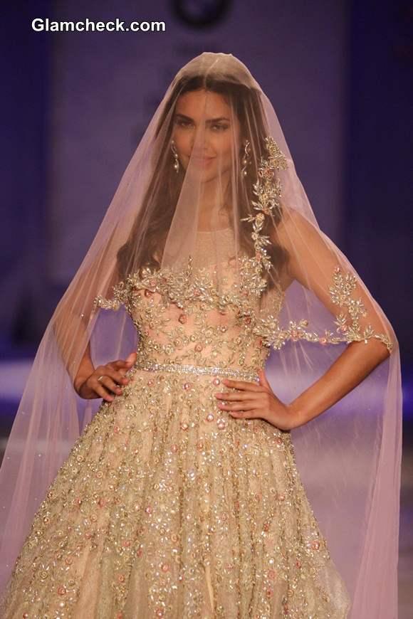 Esha Gupta 2014 at India Bridal Fashion Week