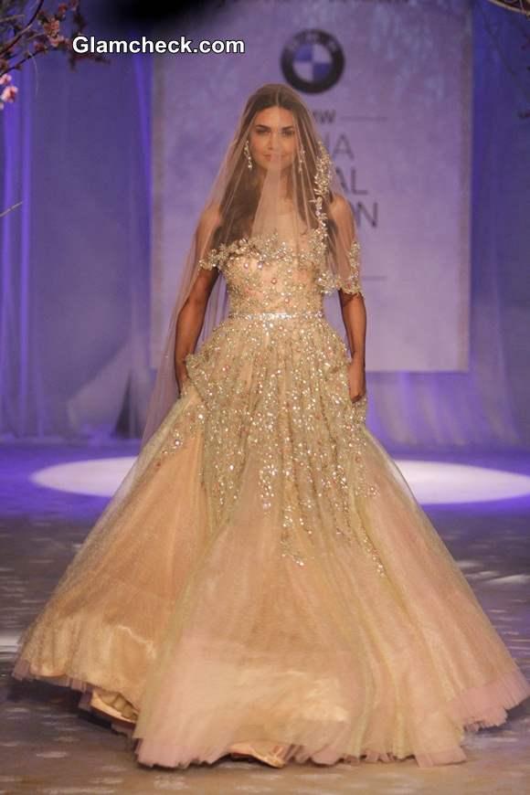Esha Gupta India Bridal Fashion Week 2014