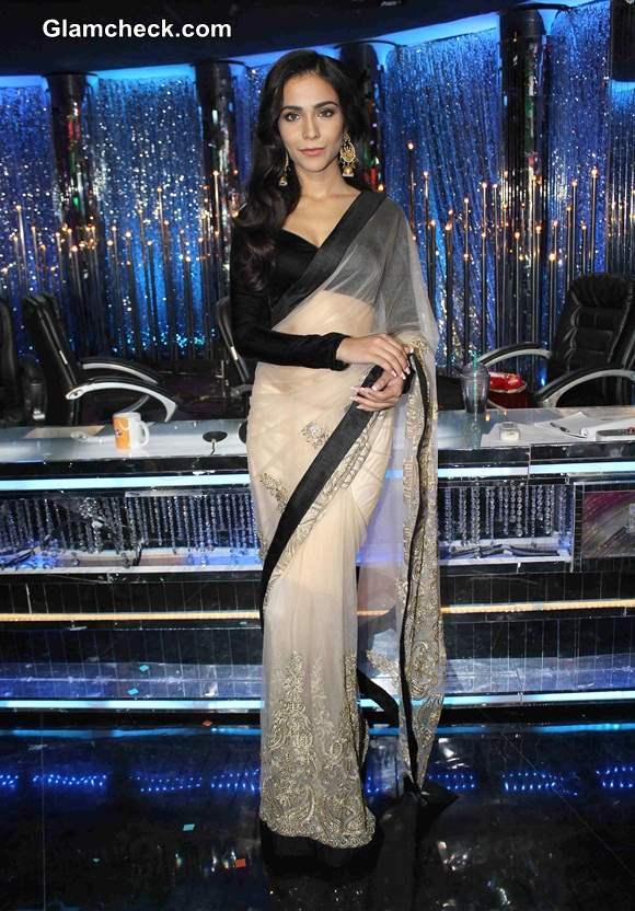 Humaima Malik Promotes Raja Natwarlal in Monochrome Sari