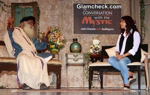 Juhi Chawla in Conversation with Sadhguru Pics