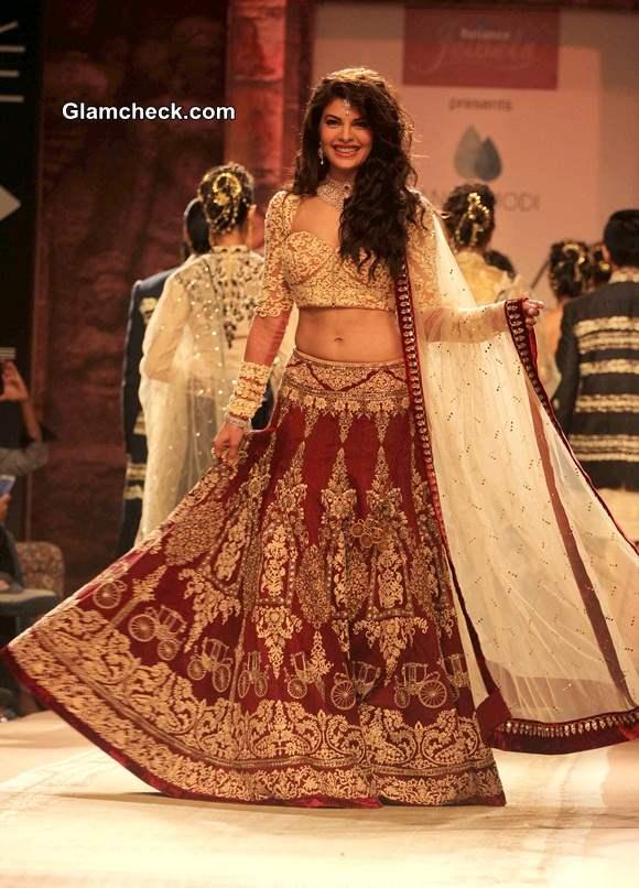 LFW Winter Festive 2014 Jacqueline Fernandez for Anju Modi
